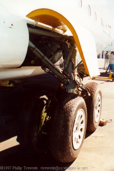 main undercarriage - port